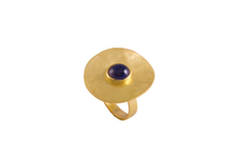 Ring in 18kt gold with iolite.