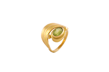 Ring in 18kt gold with peridot.