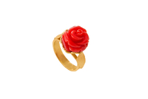 Ring in 18kt gold with coral.