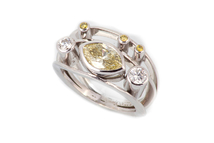 Ring in 18kt white gold with yellow diamond and brilliant.