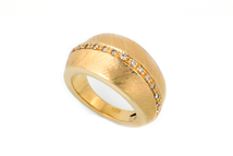 Anello in oro 18kt con brillanti.
